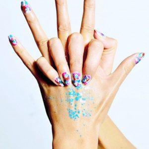 colored-manicure-female-hands_97543-6.jpg